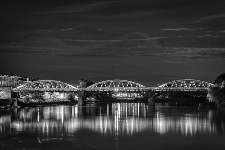 Black and white photo of Barnes Railway Bridge