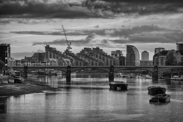 Black and white photo of Battersea Railway Bridge