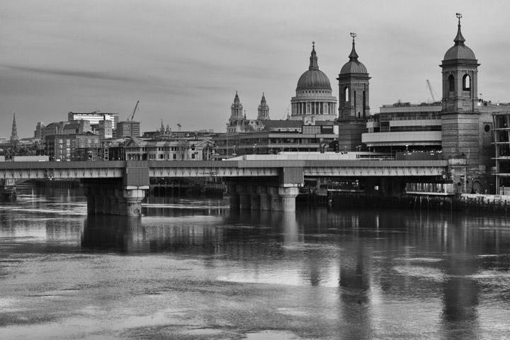 Black and white photo of Cannon Street Railway Bridge