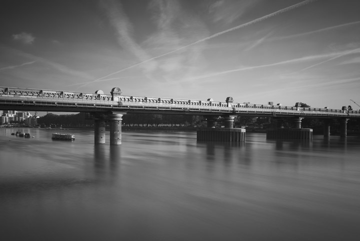 Black and white photo of Fulham Railway Bridge