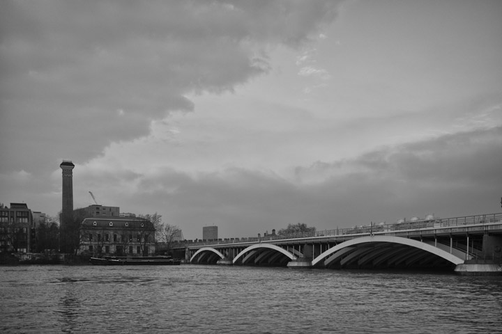Black and white photo of Grosvenor Bridge