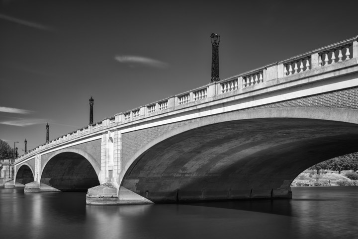 Black and white photo of Hampton Court Bridge