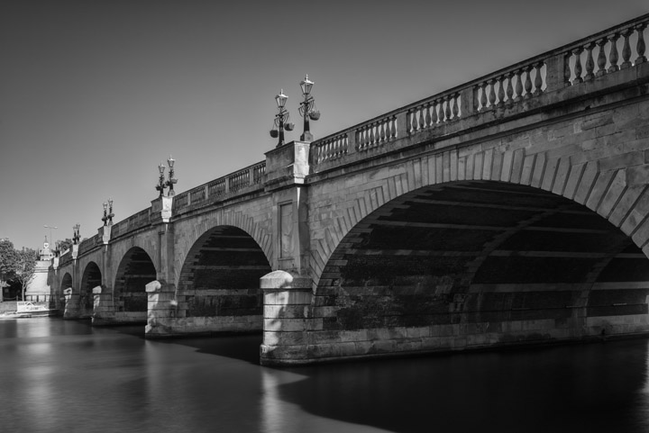 Black and white photo of Kingston Bridge