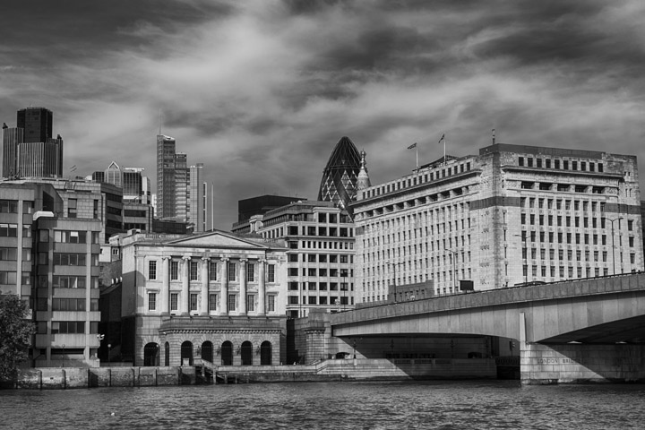 Black and white photo of London Bridge