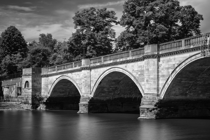 Black and white photo of Richmond Bridge