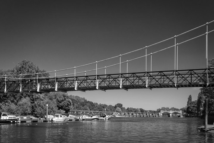 Black and white photo of Teddington Lock Footbridge