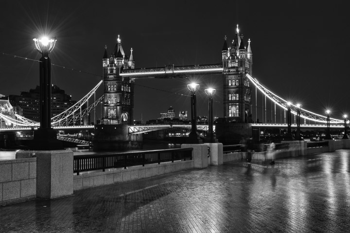Black and white photo of Tower Bridge