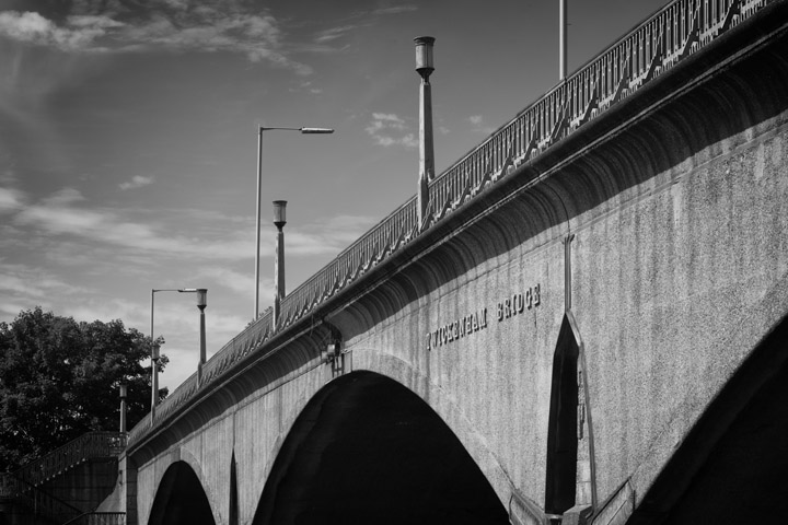 Black and white photo of Twickenham Bridge