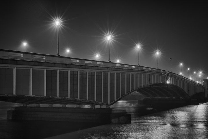 Black and white photo of Wandsworth Bridge