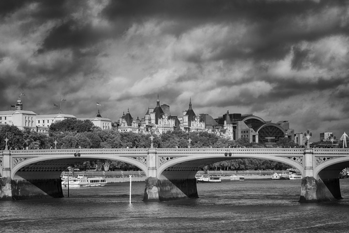 Black and white photo of Westminster Bridge