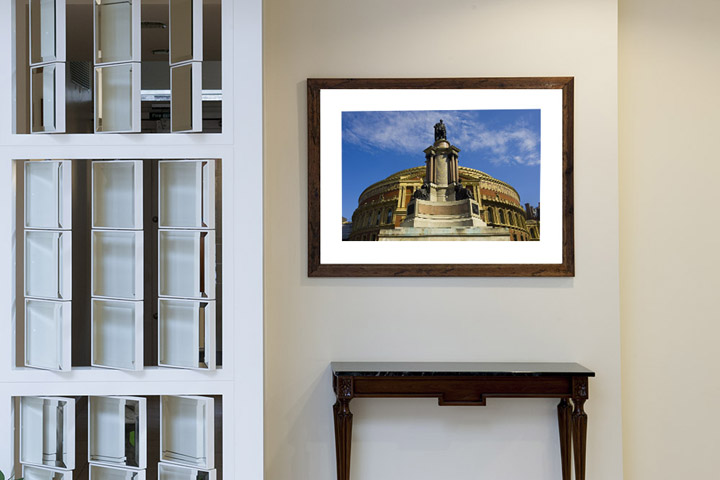 Framed photo of London as artwork at Park View Residence in London