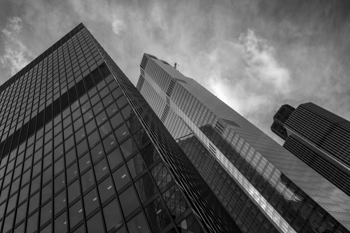 Black and white photo of 22 Bishopsgate in London