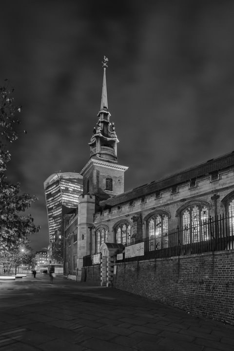Black and white photo of All Hallows by the Tower and the Walkie Talkie building.