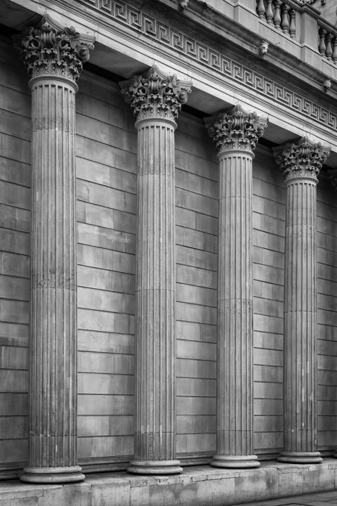 Bank of England Columns 1