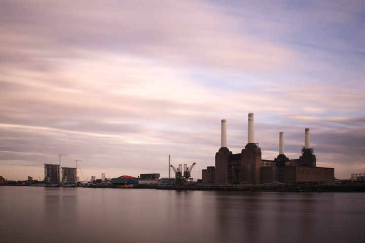 Long exposure photo of Battersea Power Station with a dramatic pink sky