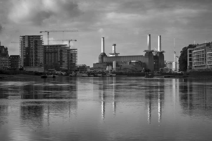 Urban photo of Battersea Power Station and building under construction