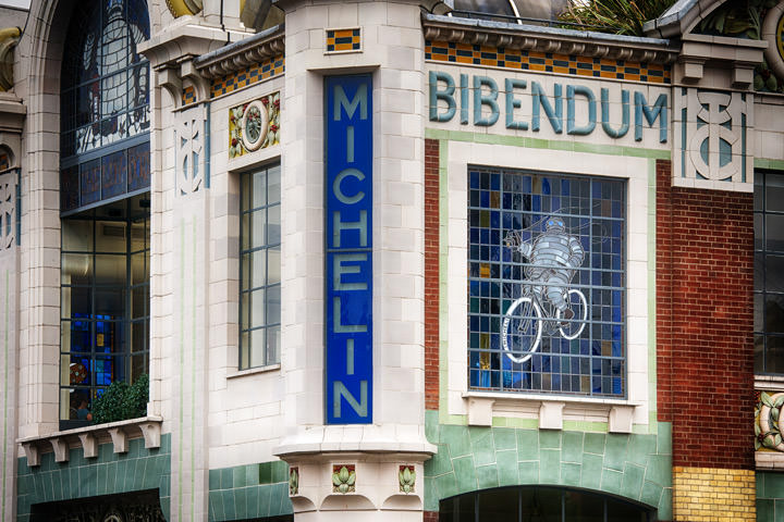 Colourful shot of Bibendim facade in Chelsea