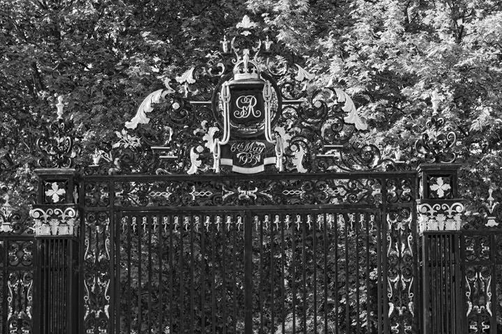 Photograph of Gates -  Regents Park 2