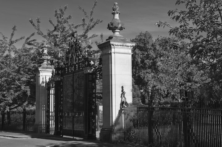 Photograph of Gates - Regents Park 3