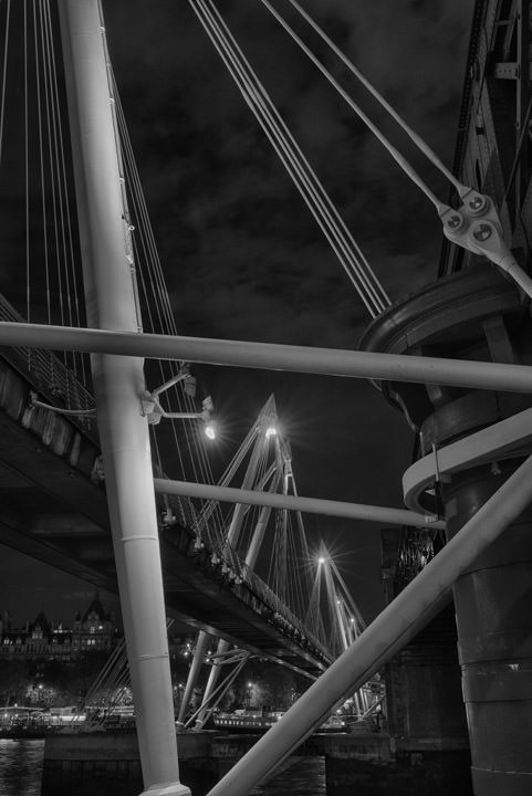 Photograph of Golden Jubilee Bridge 16