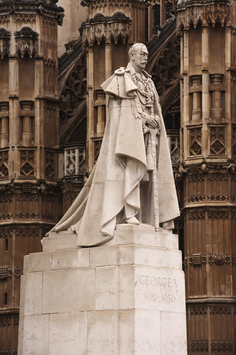 Photograph of King George V Statue