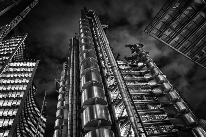 Black and white photo of the Lloyds Building in London