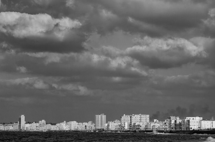 Black and white picture of Old havana from the Malencon