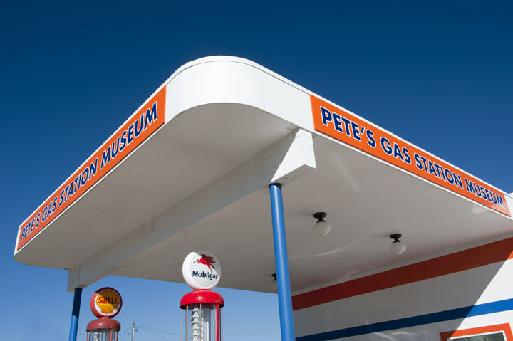 Photograph of Petes Gas Station - Route 66