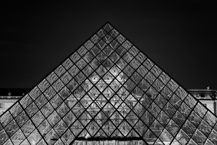 Photograph of Pyramid La Louvre 1