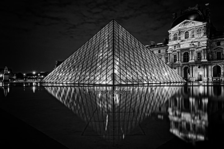 Photograph of Pyramid La Louvre 3