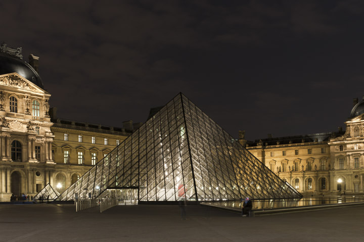Photograph of Pyramid La Louvre 4