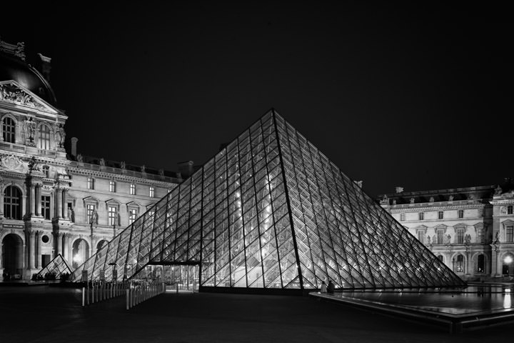 Photograph of Pyramid La Louvre 7