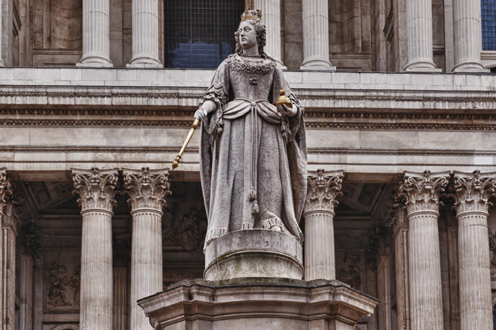 Photograph of Queen Anne Statue - St Pauls