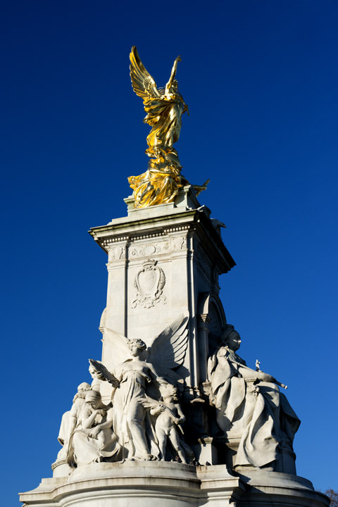 Photograph of Queen Victoria Statue 3