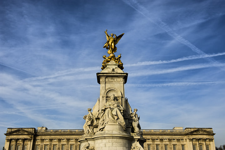 Queen Victorias Statue at Buckingham Palace