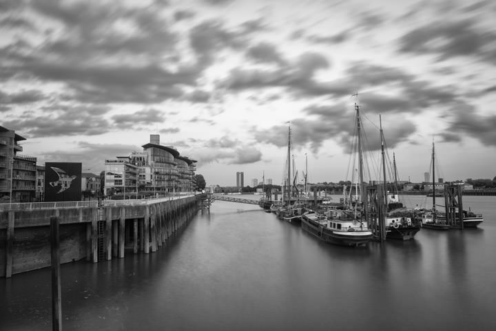 Photograph of River Thames Wapping 2