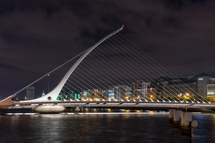 Photograph of Samuel Beckett Bridge 1
