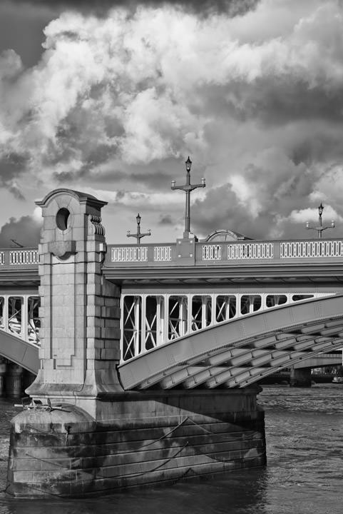 Photograph of Southwark Bridge 13