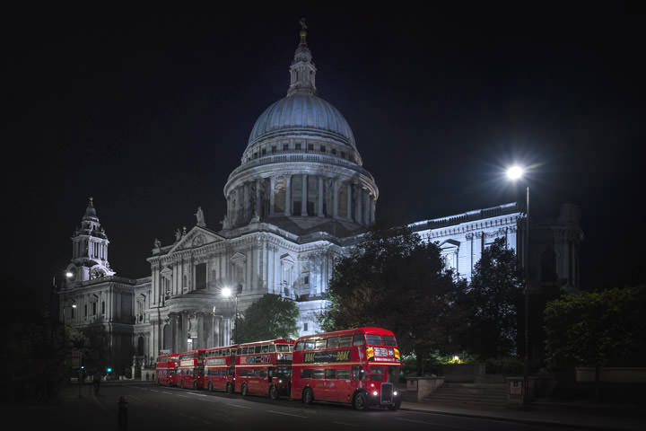Photograph of St Pauls Cathedral Buses 1