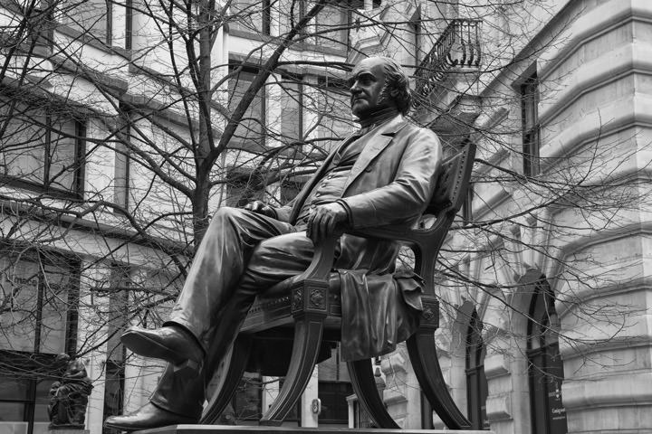 Photograph of Statue George Peabody 1