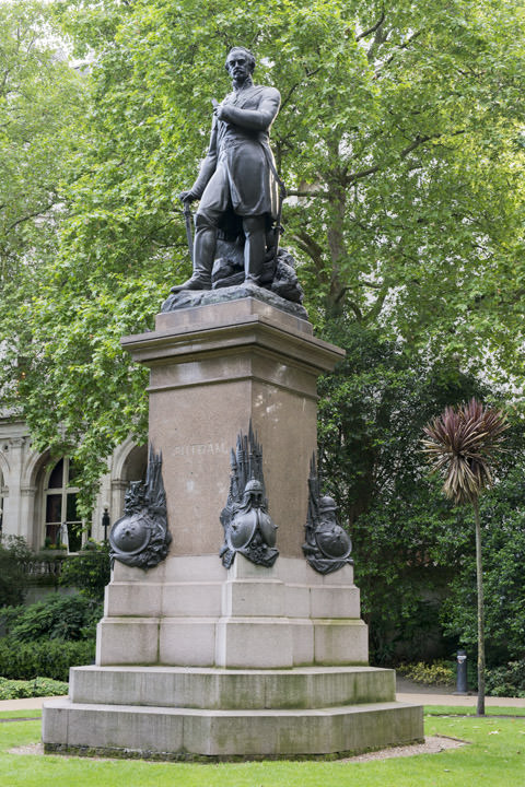 Photograph of Statue Victoria Embankment 2