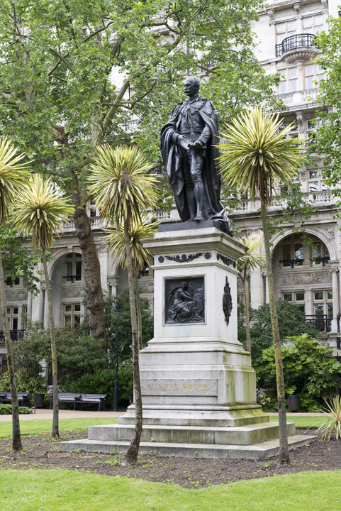 Photograph of Statue Victoria Embankment 4