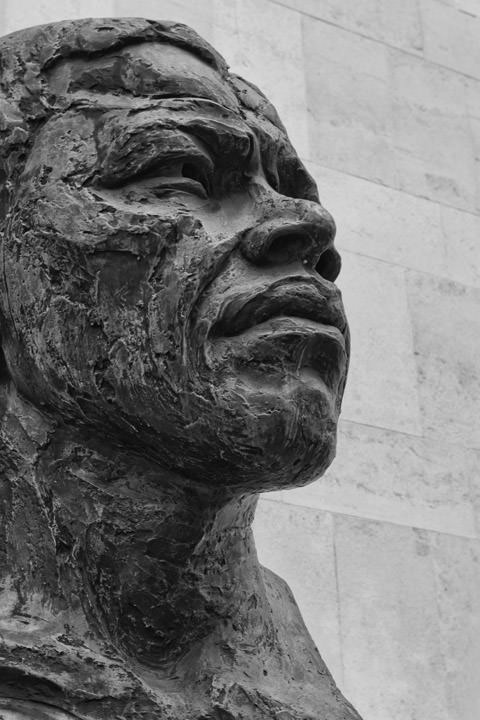 Photograph of Statue of Nelson Mandela