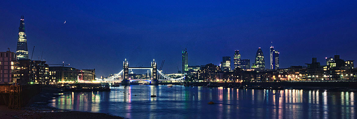 photograph of tower bridge and city skyline 3 panoramic. Black Bedroom Furniture Sets. Home Design Ideas