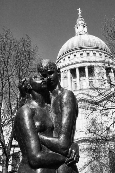 Photograph of Two Young Lovers - St Pauls Cathedral