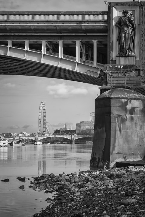 Photograph of Vauxhall Bridge 22
