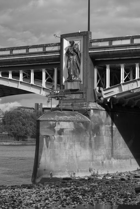 Photograph of Vauxhall Bridge 27